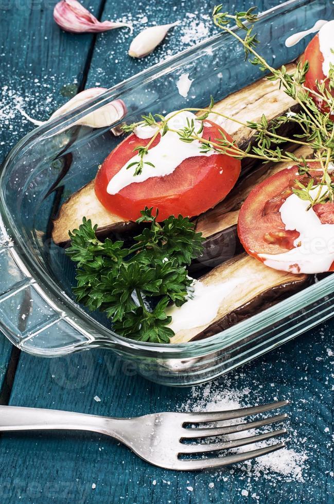 Salat aus Gurken und Tomaten foto