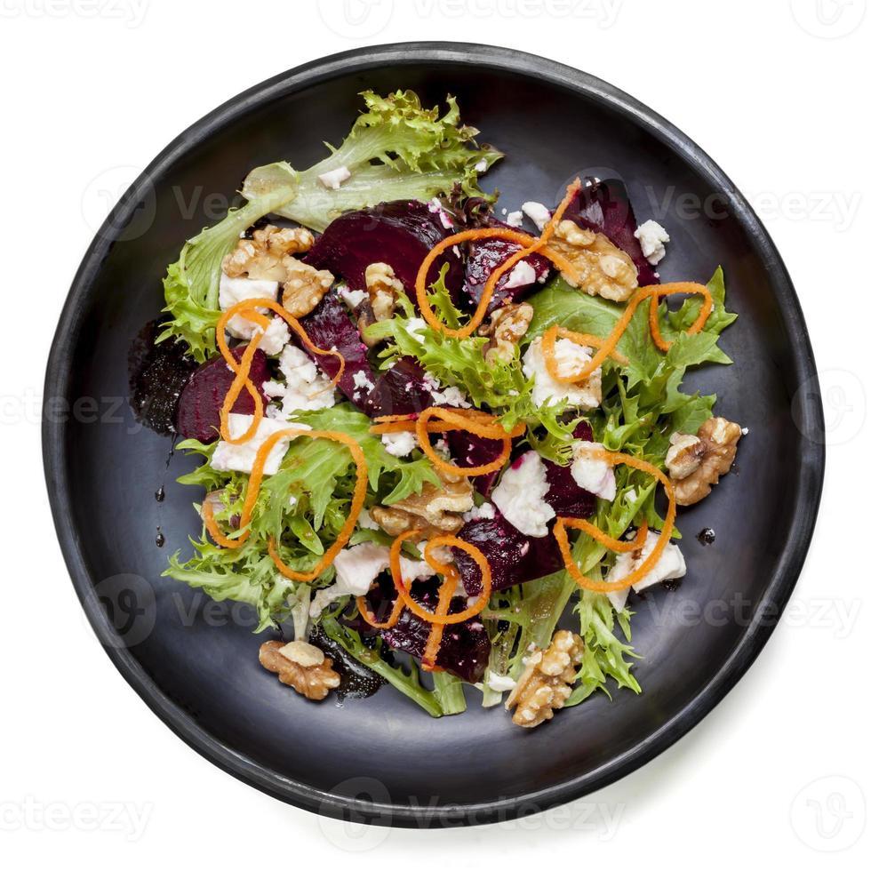 Rote-Bete-Salat mit Feta-Walnüssen und Karotten foto
