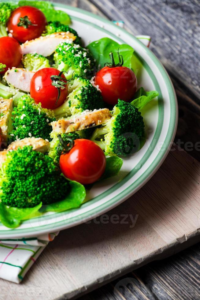 Hühnersalat mit Tomaten Kirsche foto