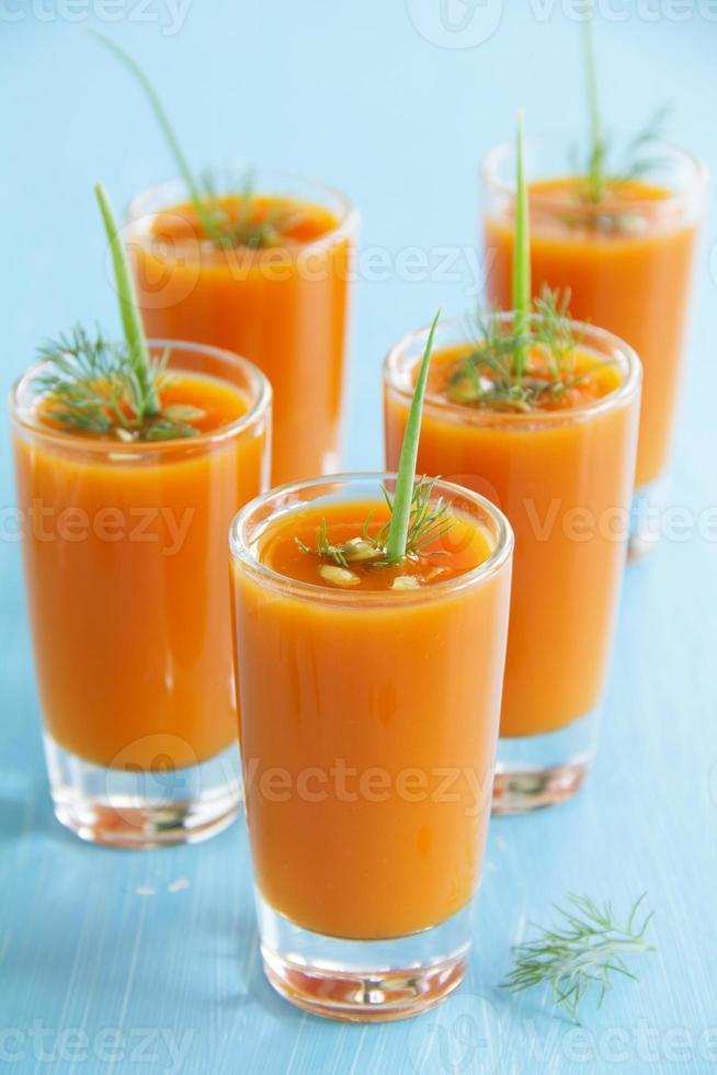 Gemüse (Kürbis, Karotte) Sahnesuppe. foto