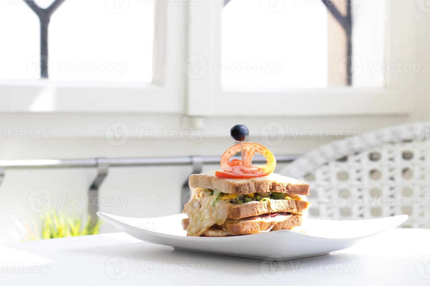 Sandwich auf Teller - Archivbild foto