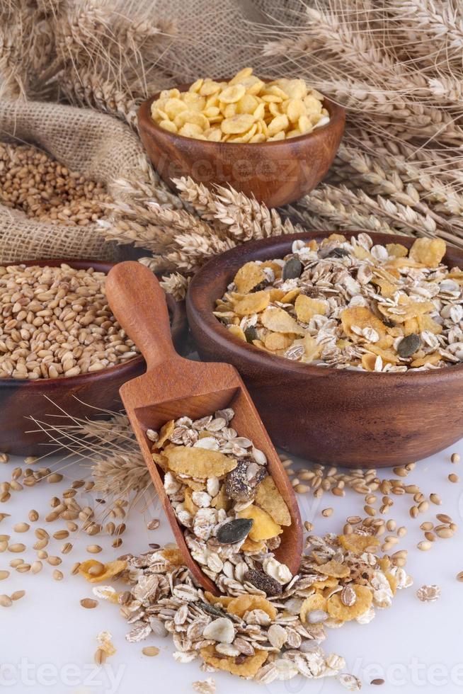 Müsli, Cornflakes und Weizen foto