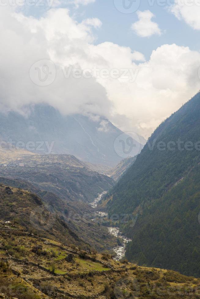 Berg Fluss Langtang foto
