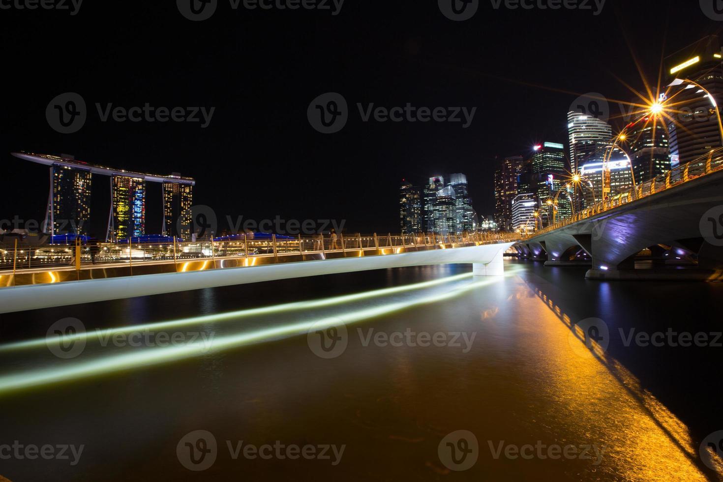 Lichtstrahl in der Stadt foto