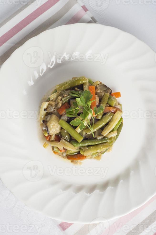 Gemüse für eine gesunde Ernährung anbraten foto