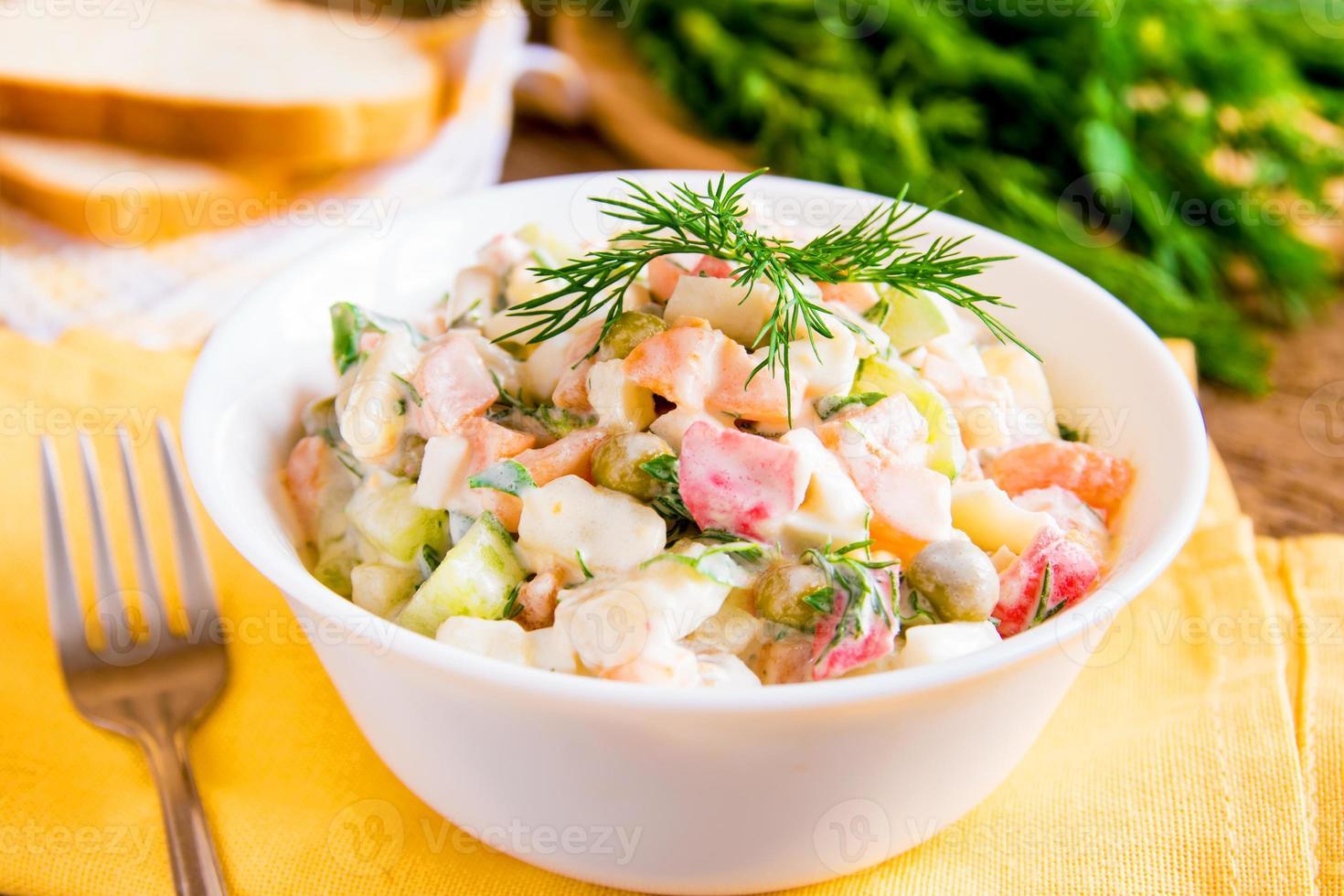 russischer salat olivier foto