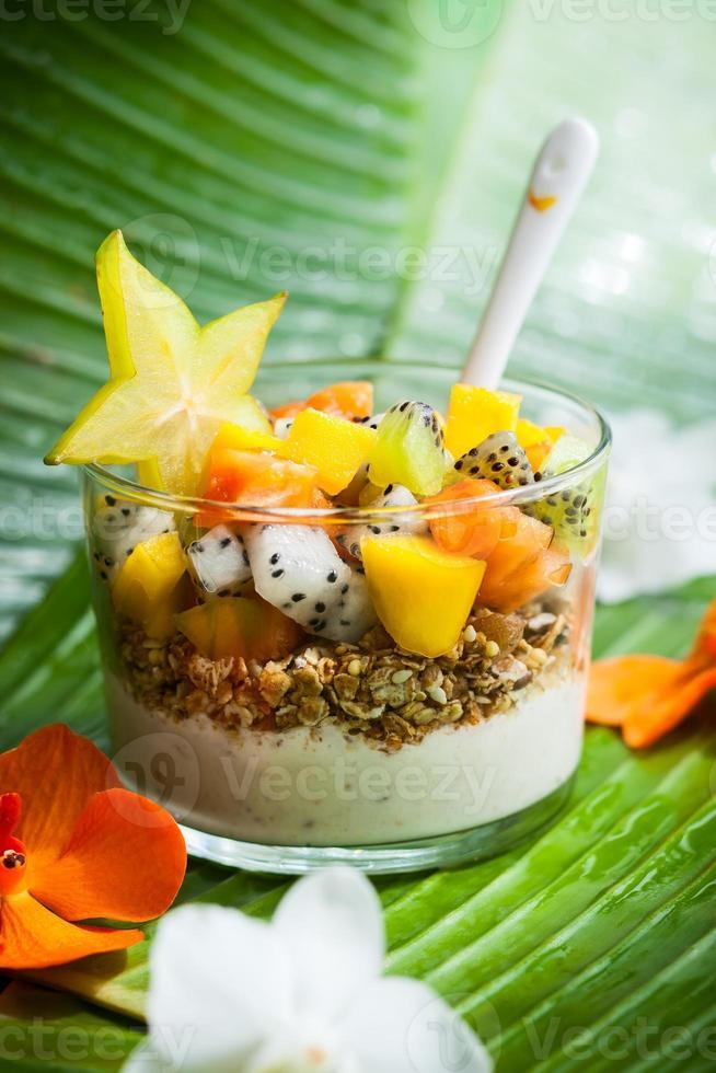 Frühstück mit exotischen Früchten foto