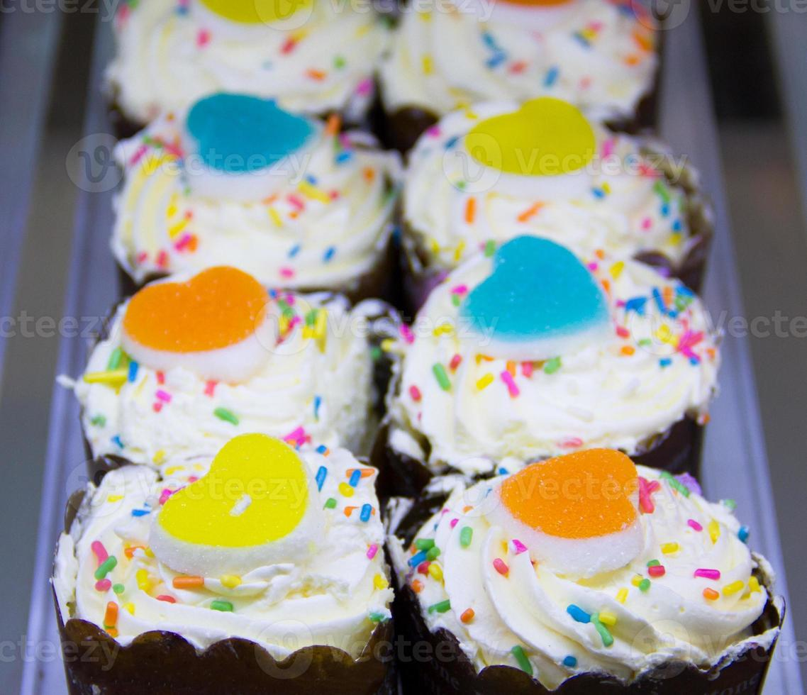 Reihen von Cupcakes foto