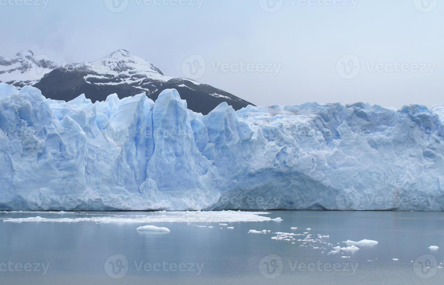 patagonische Landschaft mit Gletscher und See foto