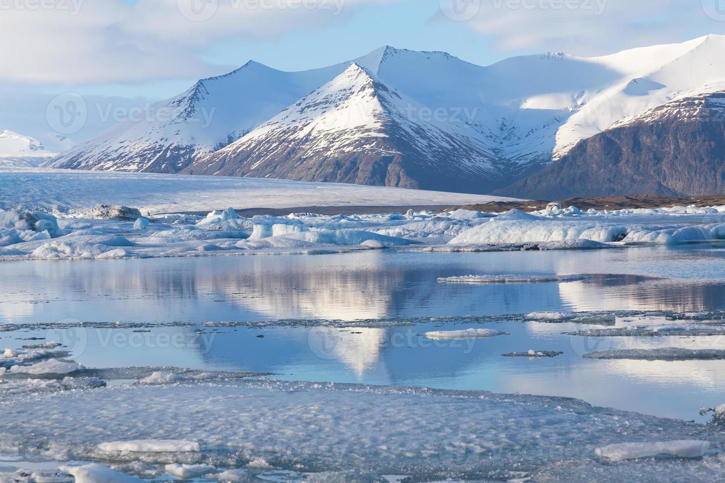 schöne Landschaft des gefrorenen Sees, Island foto