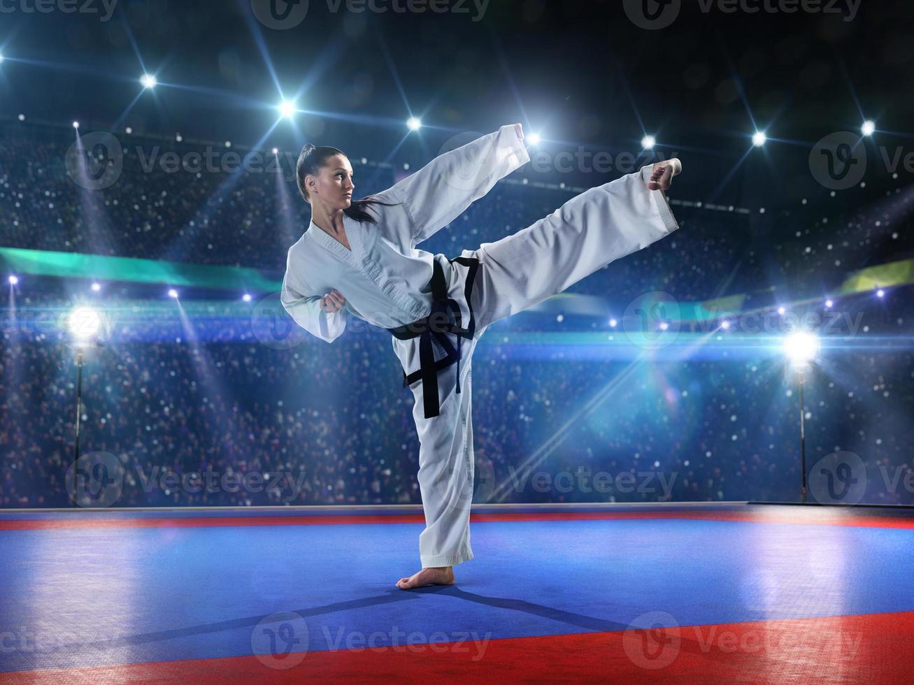professionelle Karate-Kämpferin foto