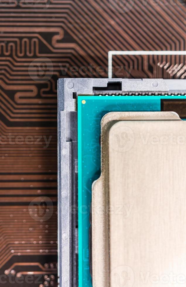 Computerprozessor in der Steckdose foto