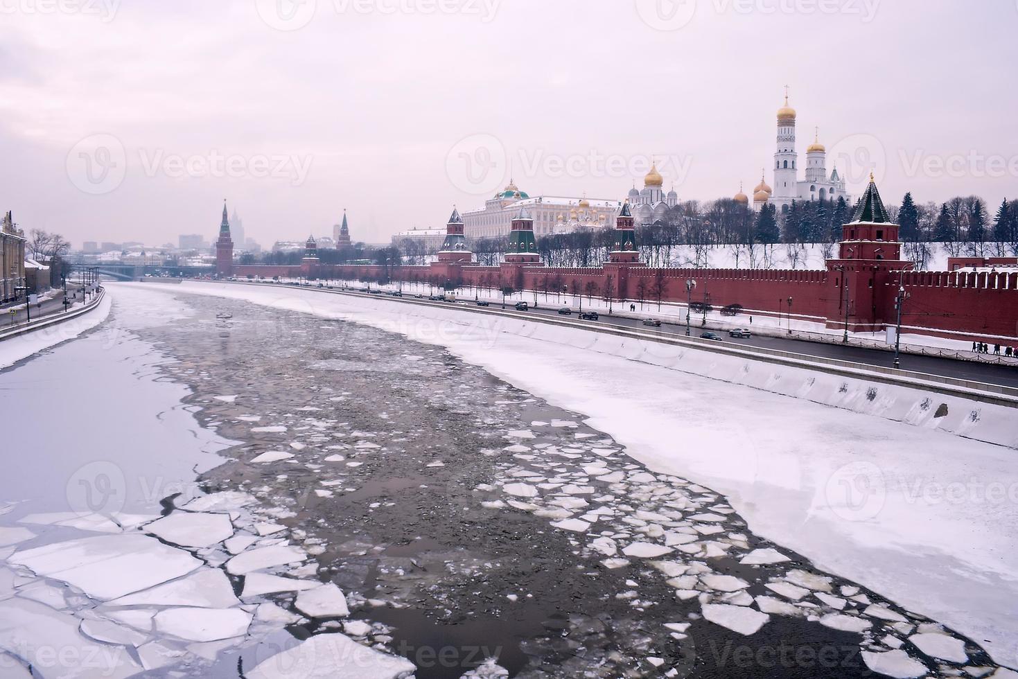 Moskauer Winter Fluss Kreml foto