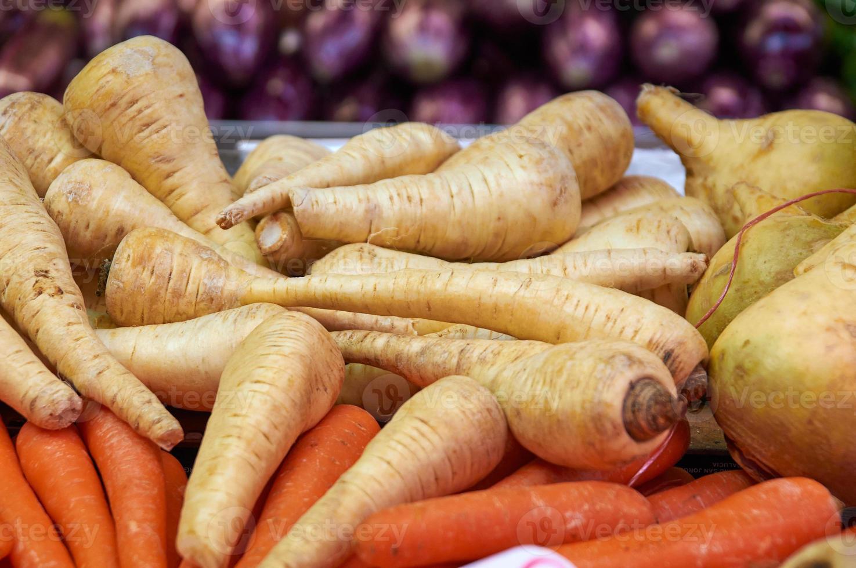 Winter weißer Rettich und Karotten foto