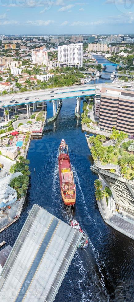 Miami River Frachtgeschäft foto