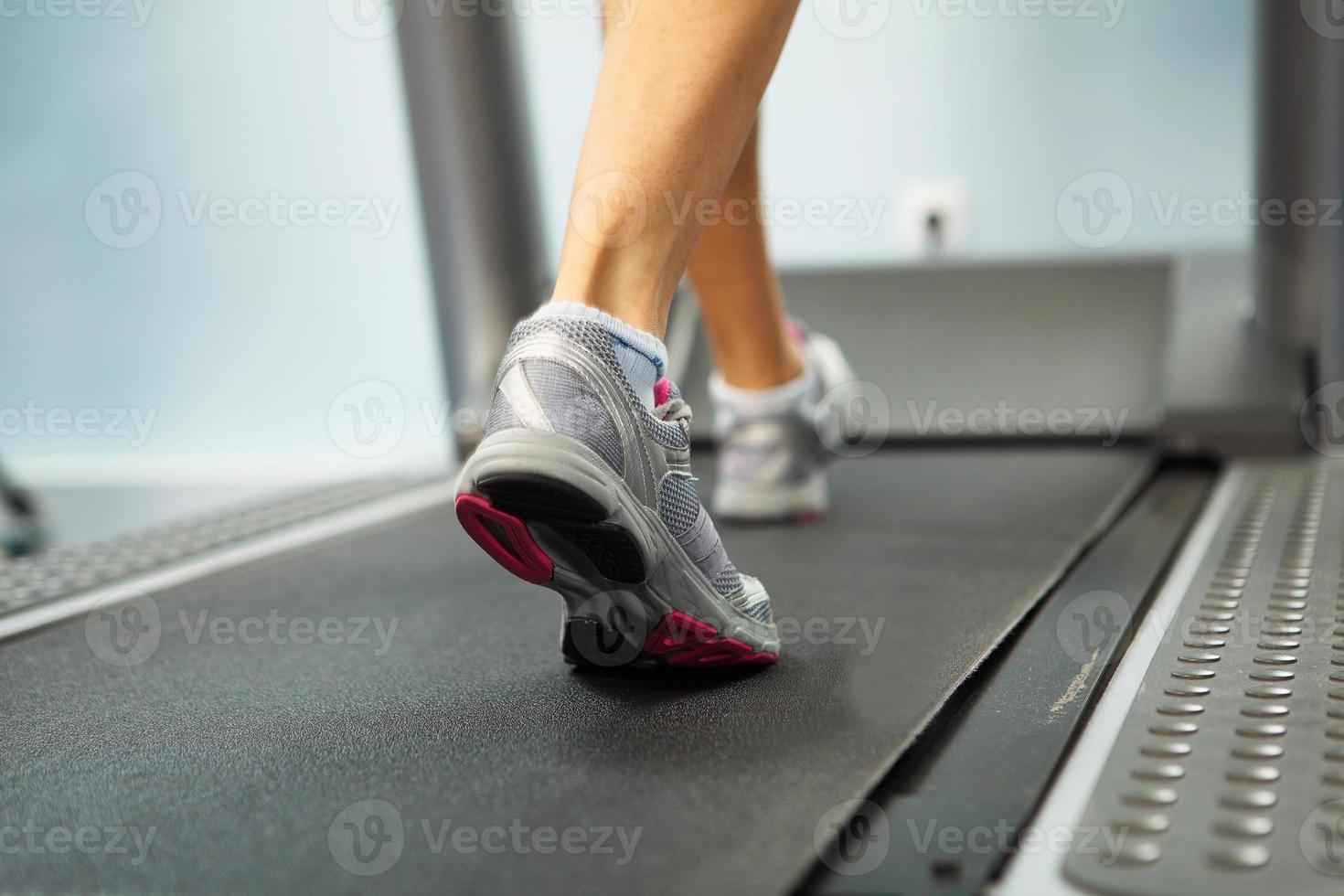 Laufen auf dem Laufband foto