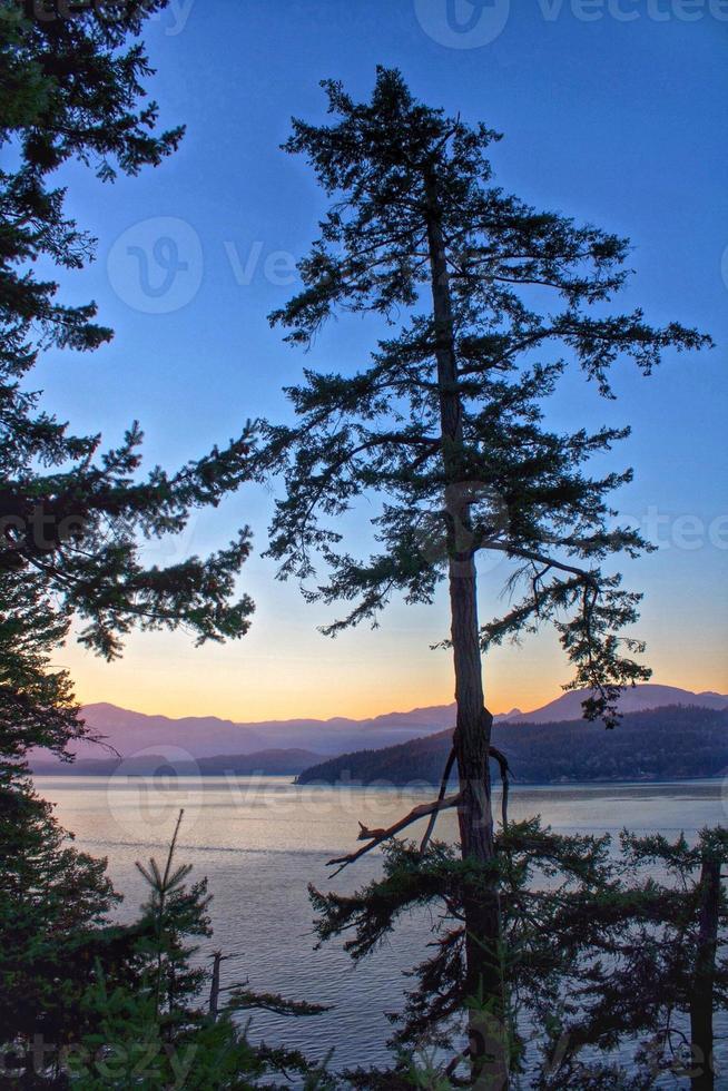 bunter Sonnenuntergang über Gambierinsel foto