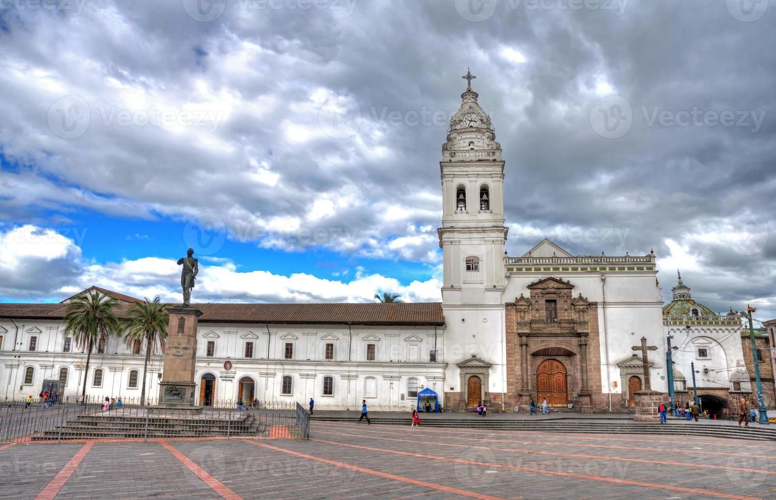 Santo Domingo Kirche in der Innenstadt von Quito foto