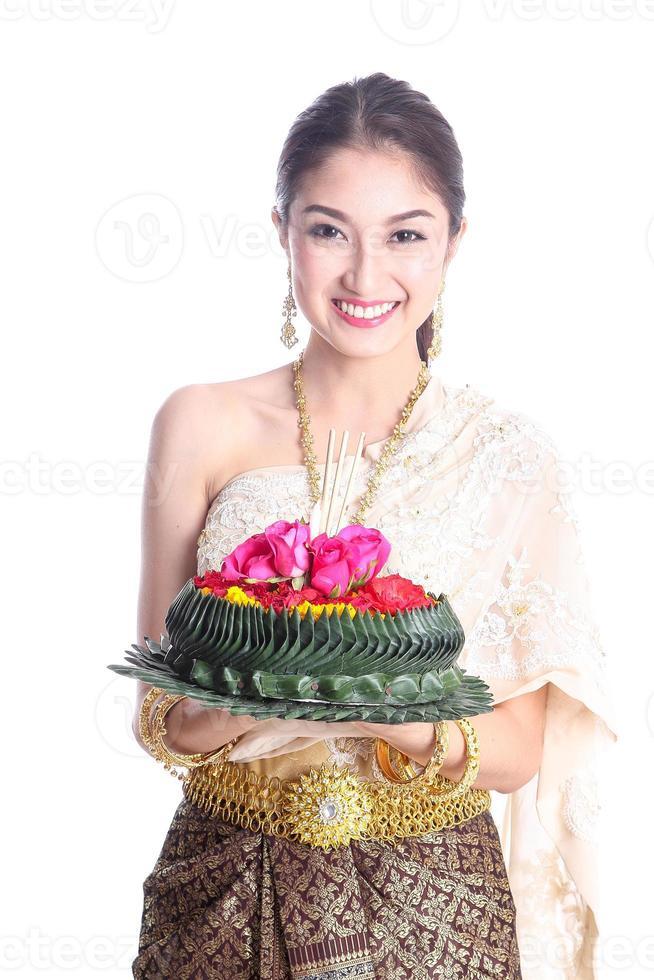asiatische Frauen halten Khratong foto