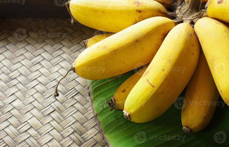 Banane auf Bambus foto