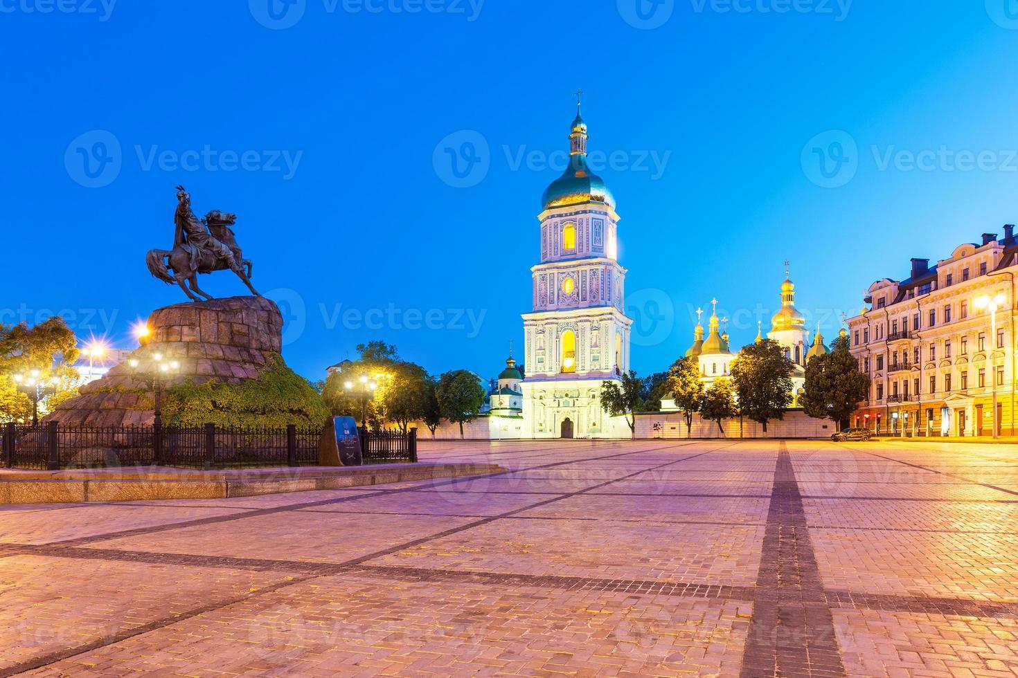 Abendlandschaft des Sofia-Platzes in Kyiv, Ukraine foto