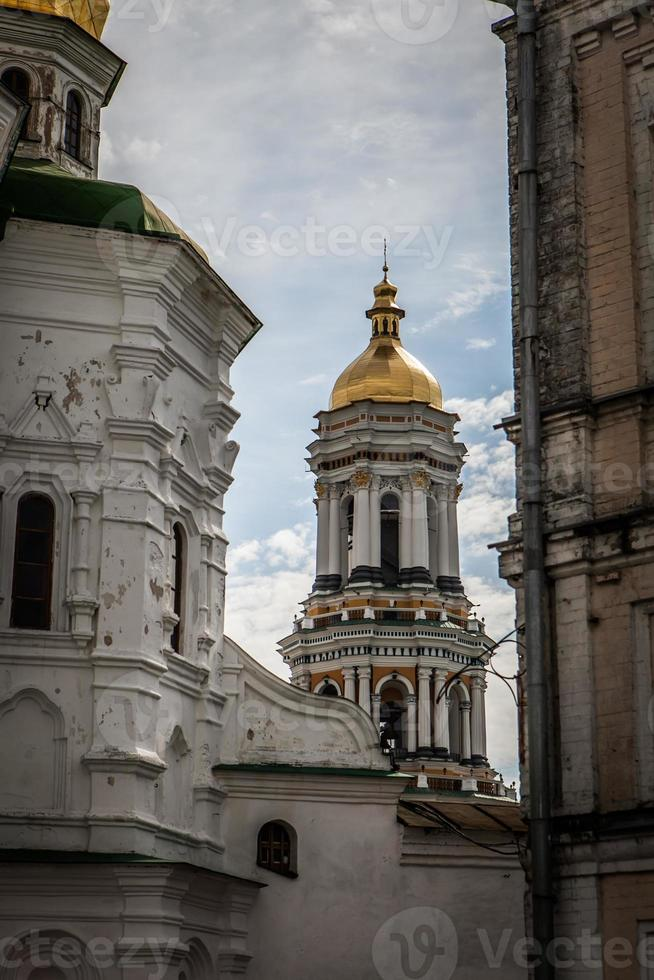 Glockenturm hinter der Ecke foto