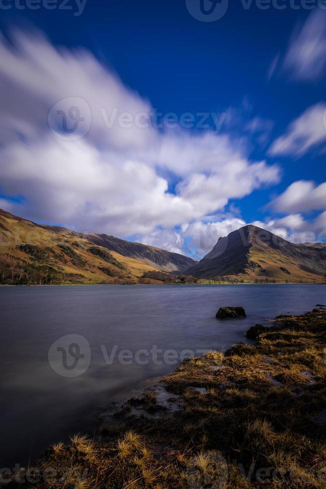 sonniger Tag am See Buttermere. foto