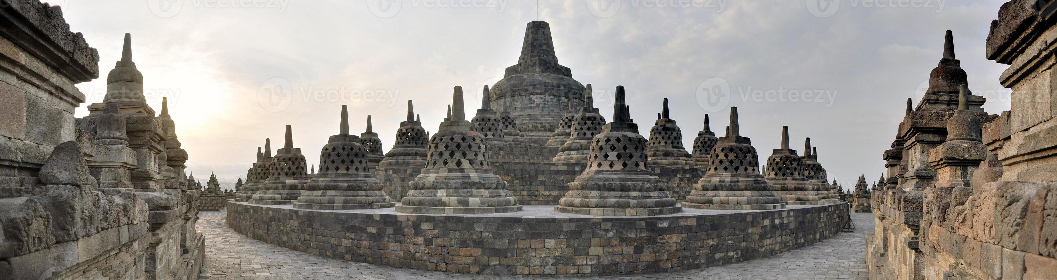 Panorama des Borobudur-Tempels auf der Java-Insel foto