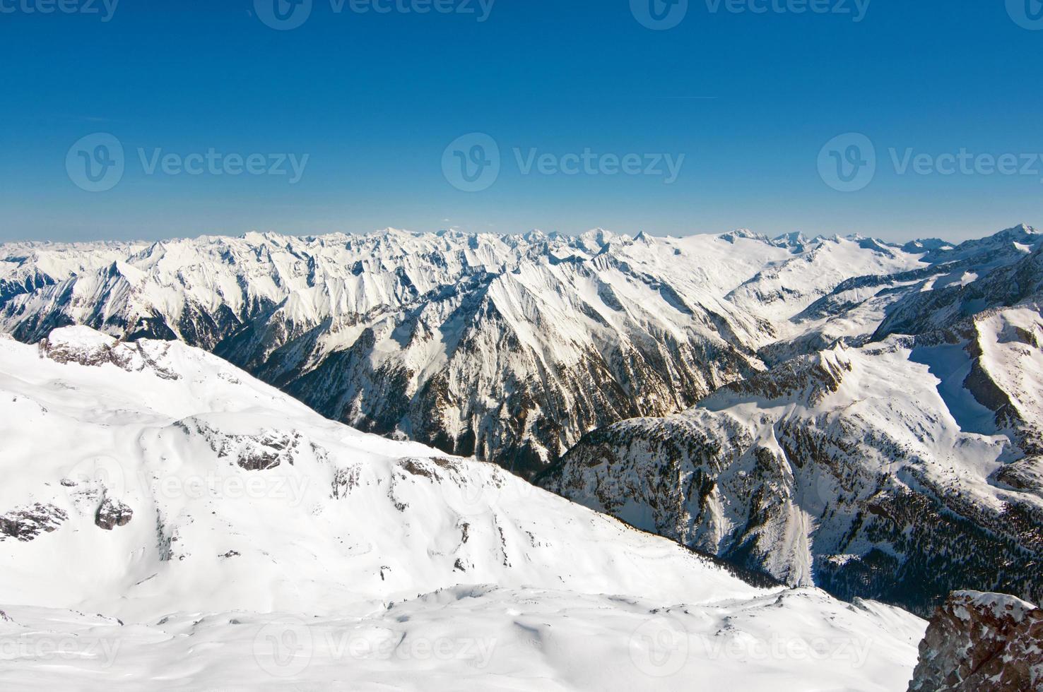 szenische Tapete mit Gipfeln der österreichischen Alpen foto
