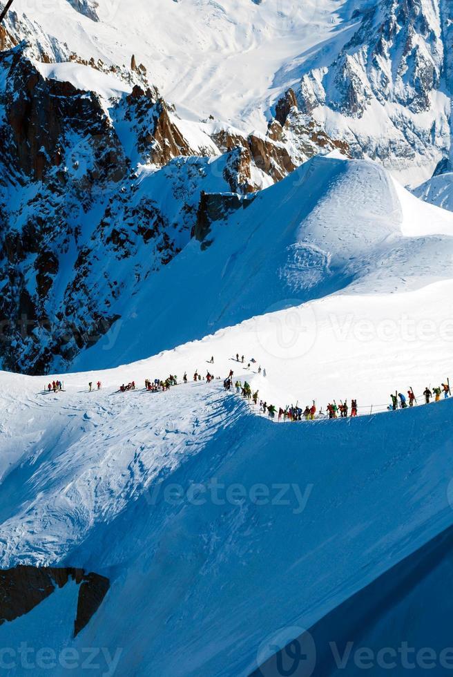 Menschen auf dem Weg nach Vallee Blanche, französische Alpen foto