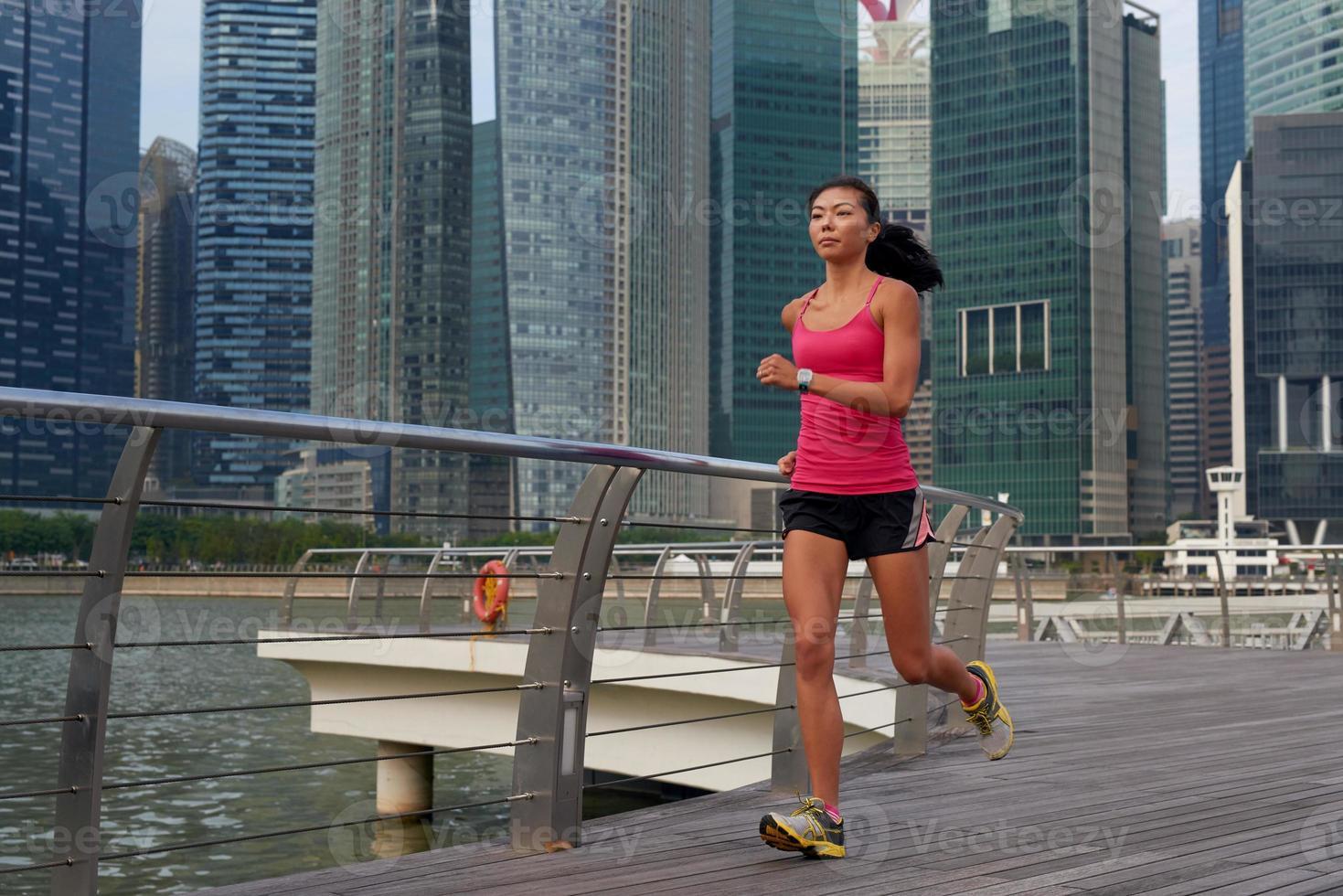 Fitness Frau läuft foto