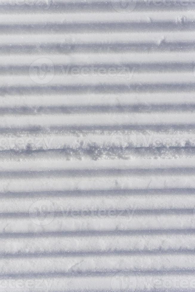 frische Pistenraupen auf einer Skipiste foto