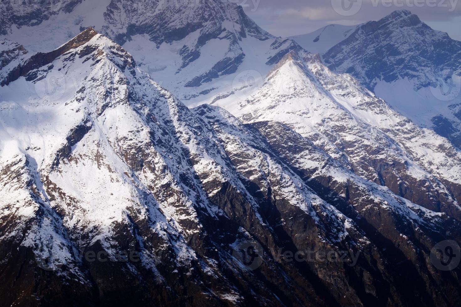 erstaunliches Matterhorn mit Zermattstadt, Schweiz foto