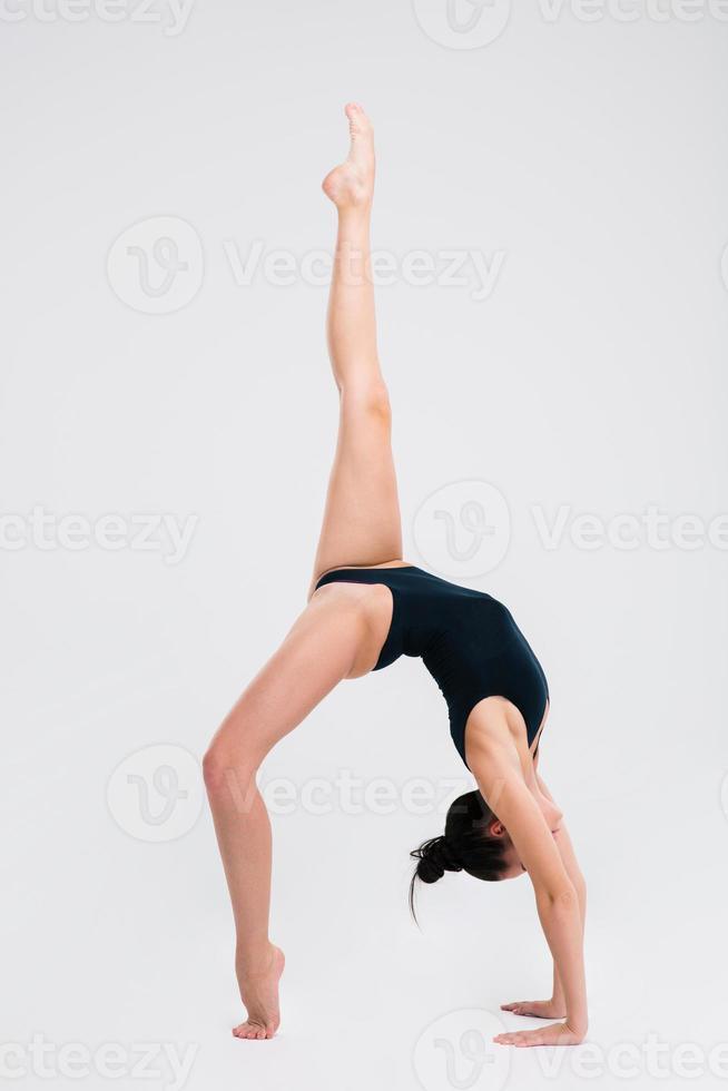 junge flexible Mädchen Turnerin foto