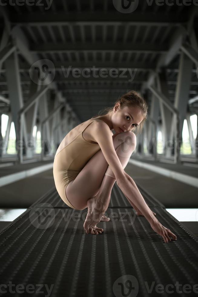 Porträt der jungen und anmutigen Ballerina foto