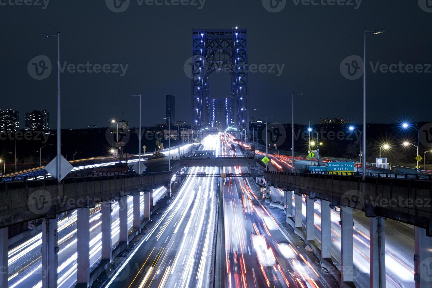 Lichtspuren an der George Washington Bridge foto