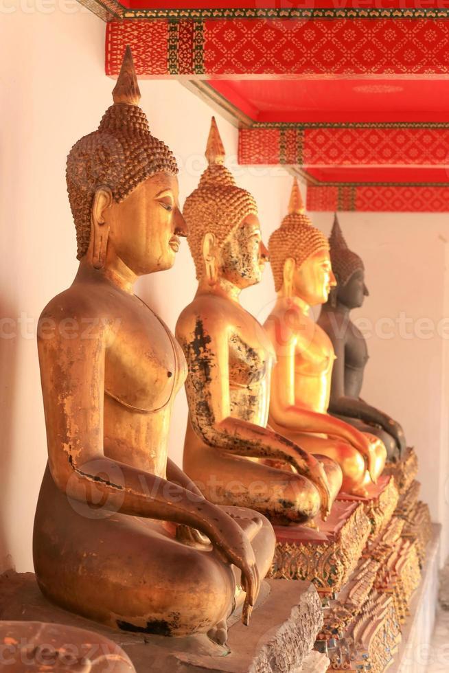 Buddha-Statue in Wat Bangkok Thailand foto