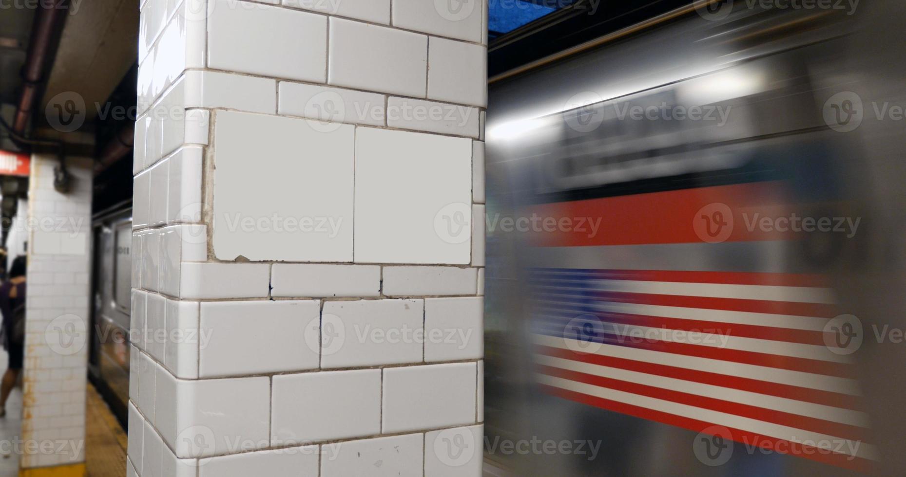 leeres Schild der U-Bahn von Manhattan foto