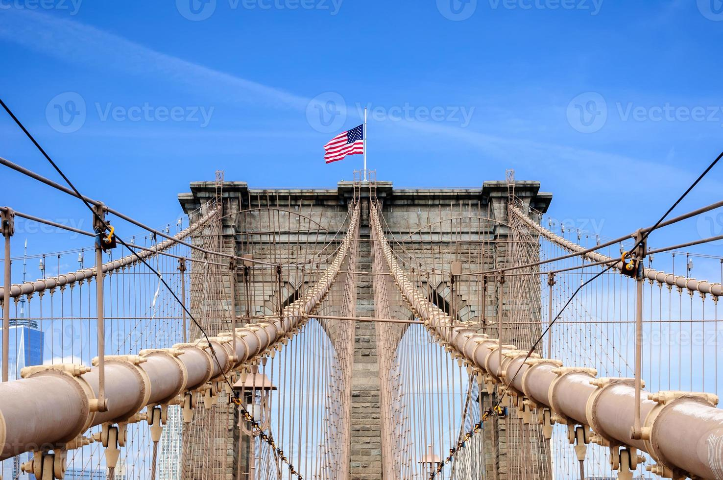 Brooklyn Bridge über East River, New York City, NY, USA foto