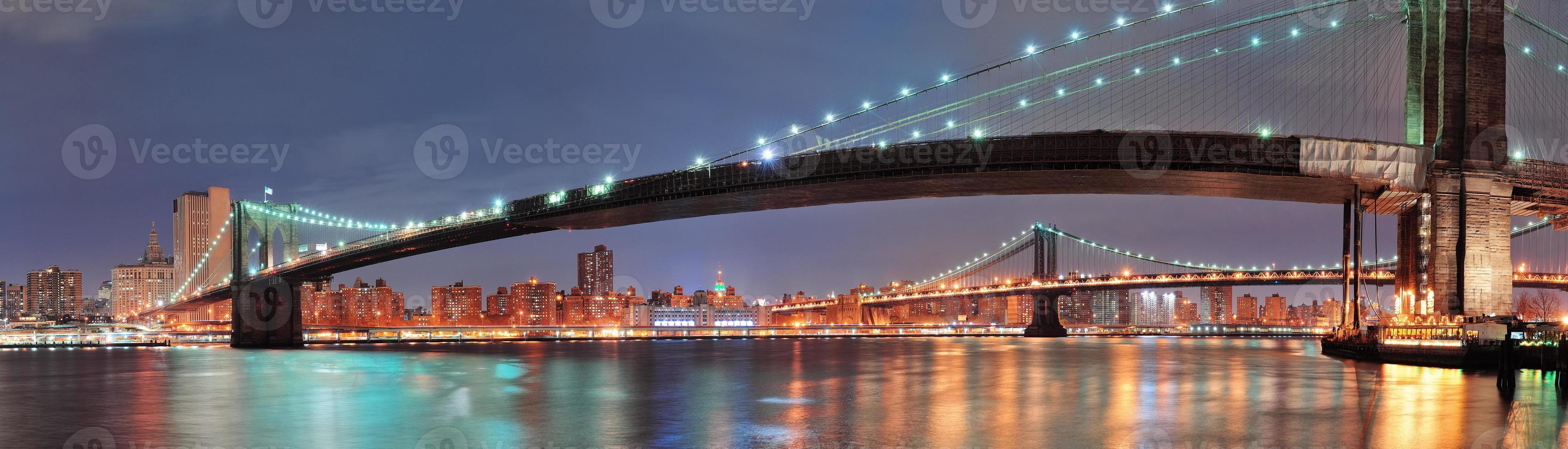 Manhattan und Brooklyn Bridge foto