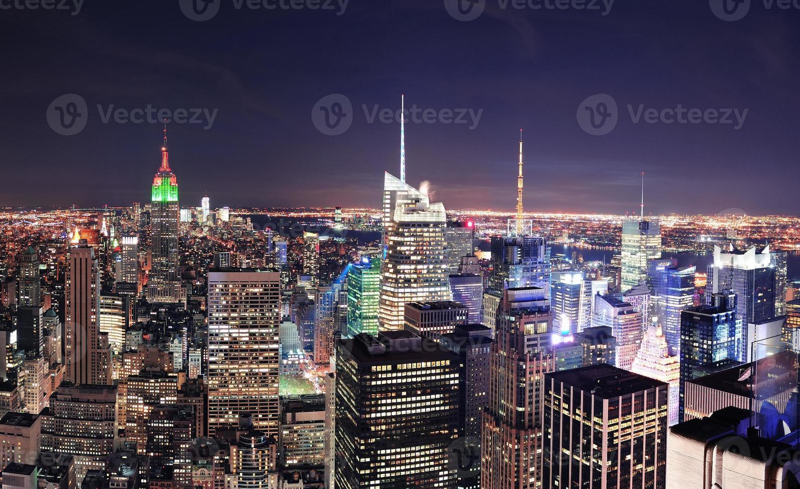 New York City Manhattan Skyline in der Nacht foto