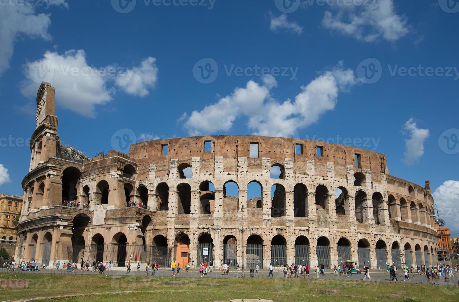 Kolosseum oder Flavian Amphitheater (Rom, Italien) foto