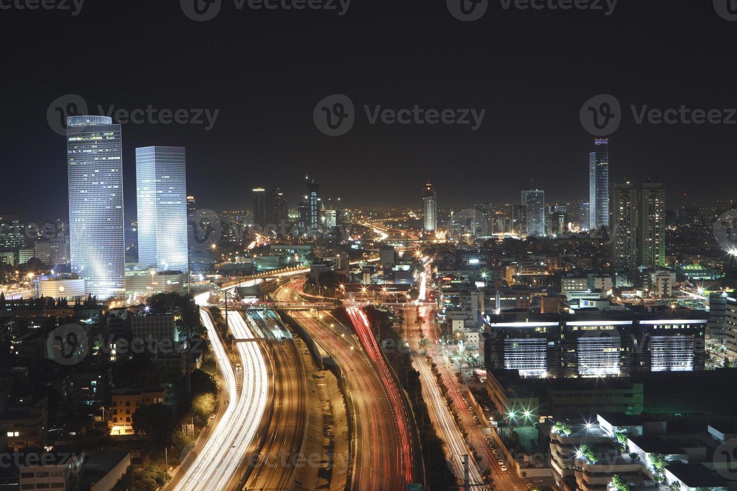 Tel Aviv Skyline - Nachtstadt foto