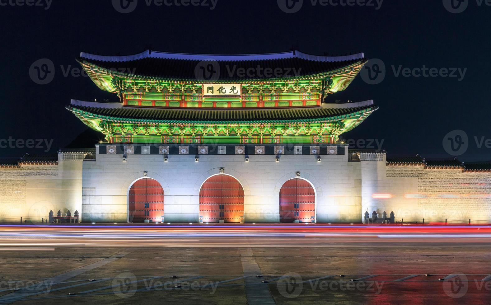 Gyeongbokgung Palast in der Nacht foto