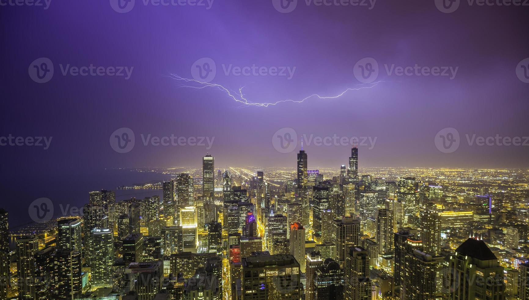 Chicago Innenstadt Nacht Panorama während des Gewitters foto