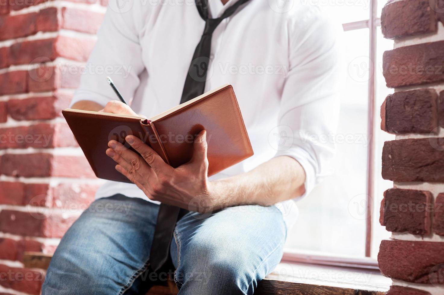 seine Gedanken aufschreiben. foto