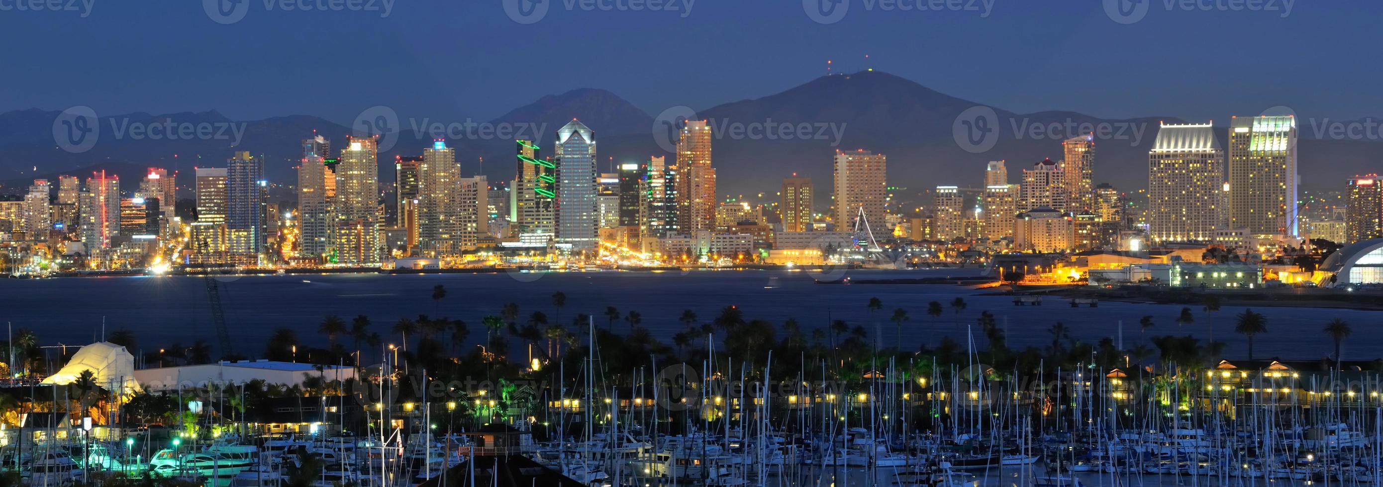 San Diego Skyline in der Nacht foto