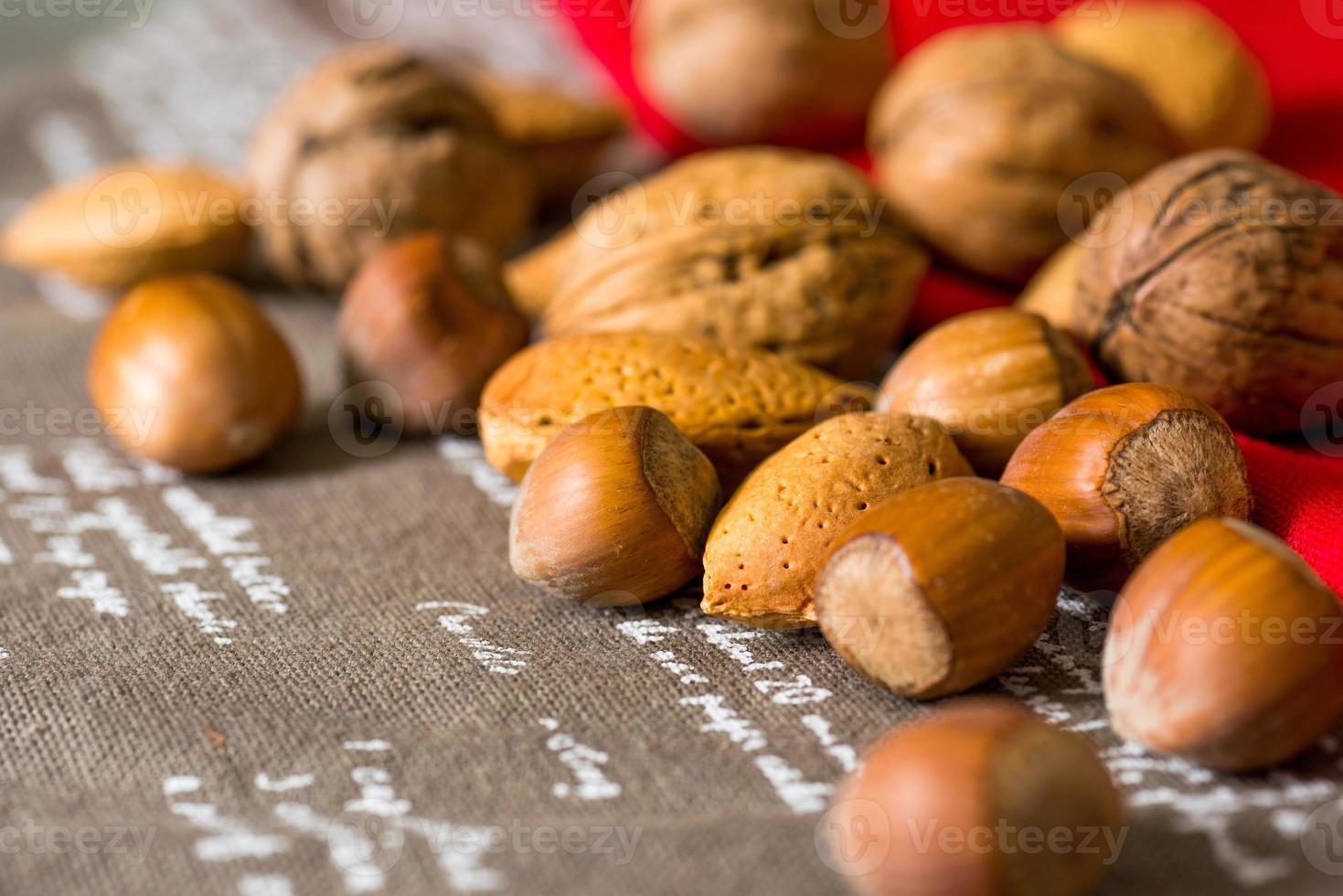 gemischte Nüsse im Vintage-Stil foto