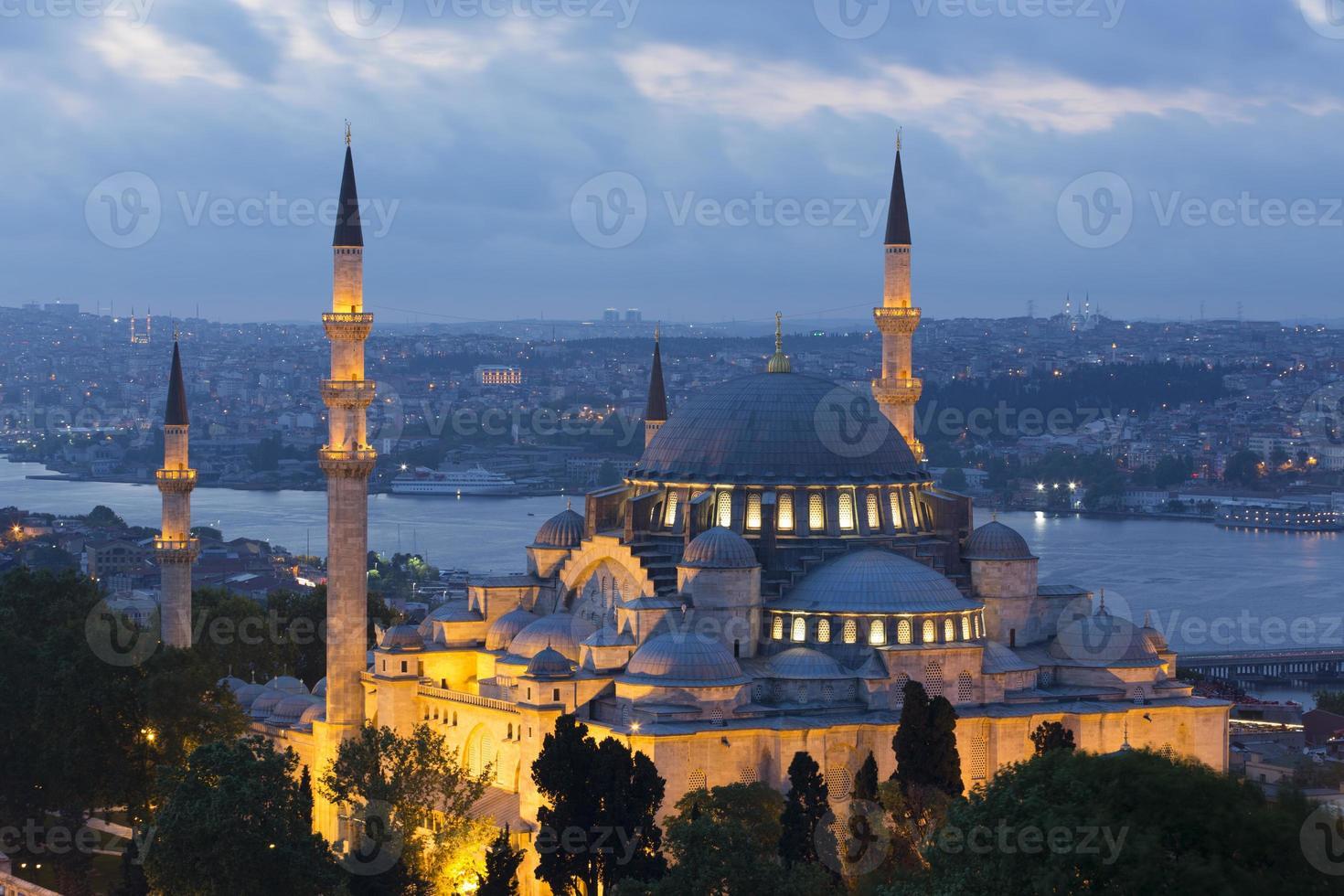 schöne suleymaniye Moschee in der Dämmerung foto