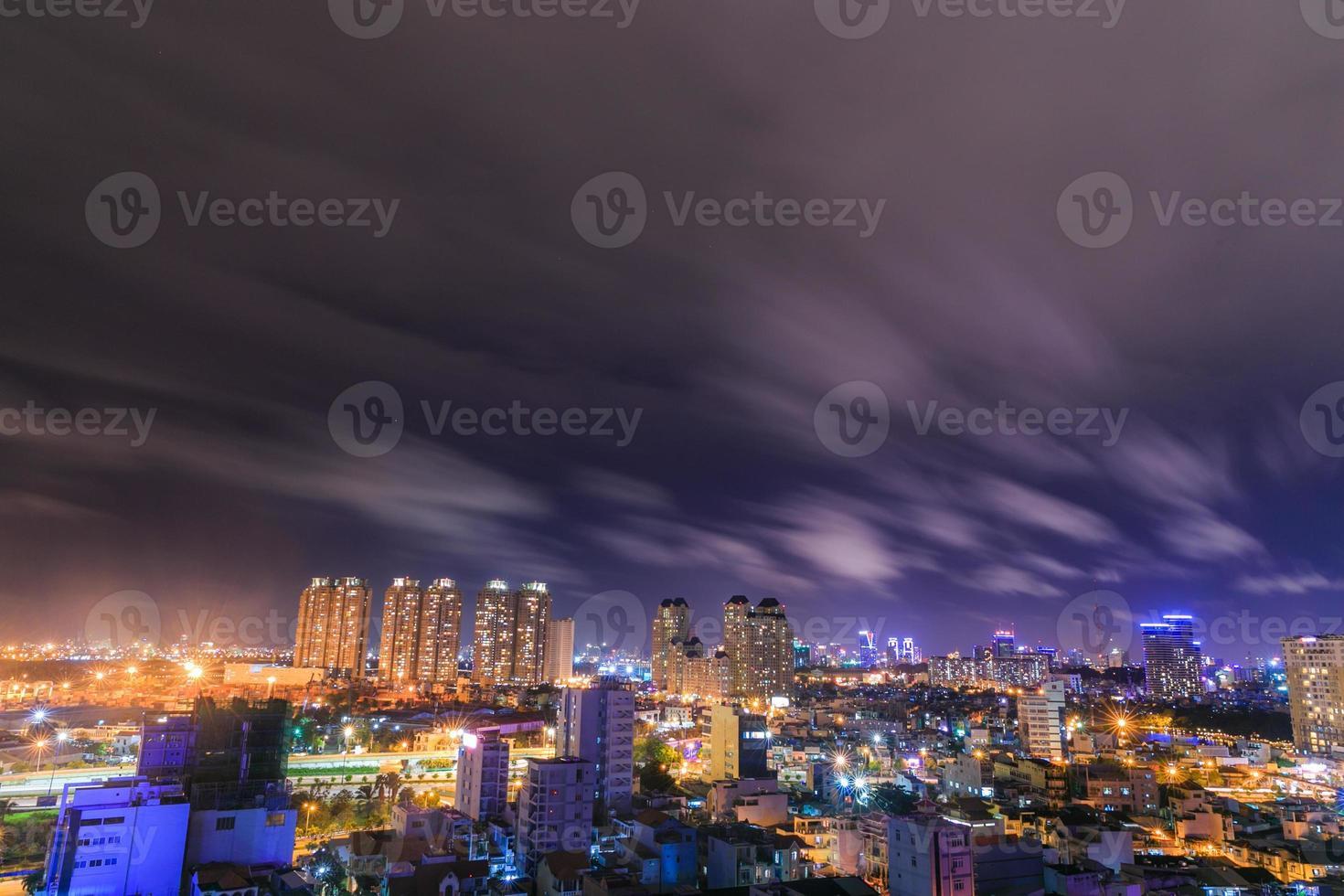 Ho Chi Minh Stadt in der Nacht foto